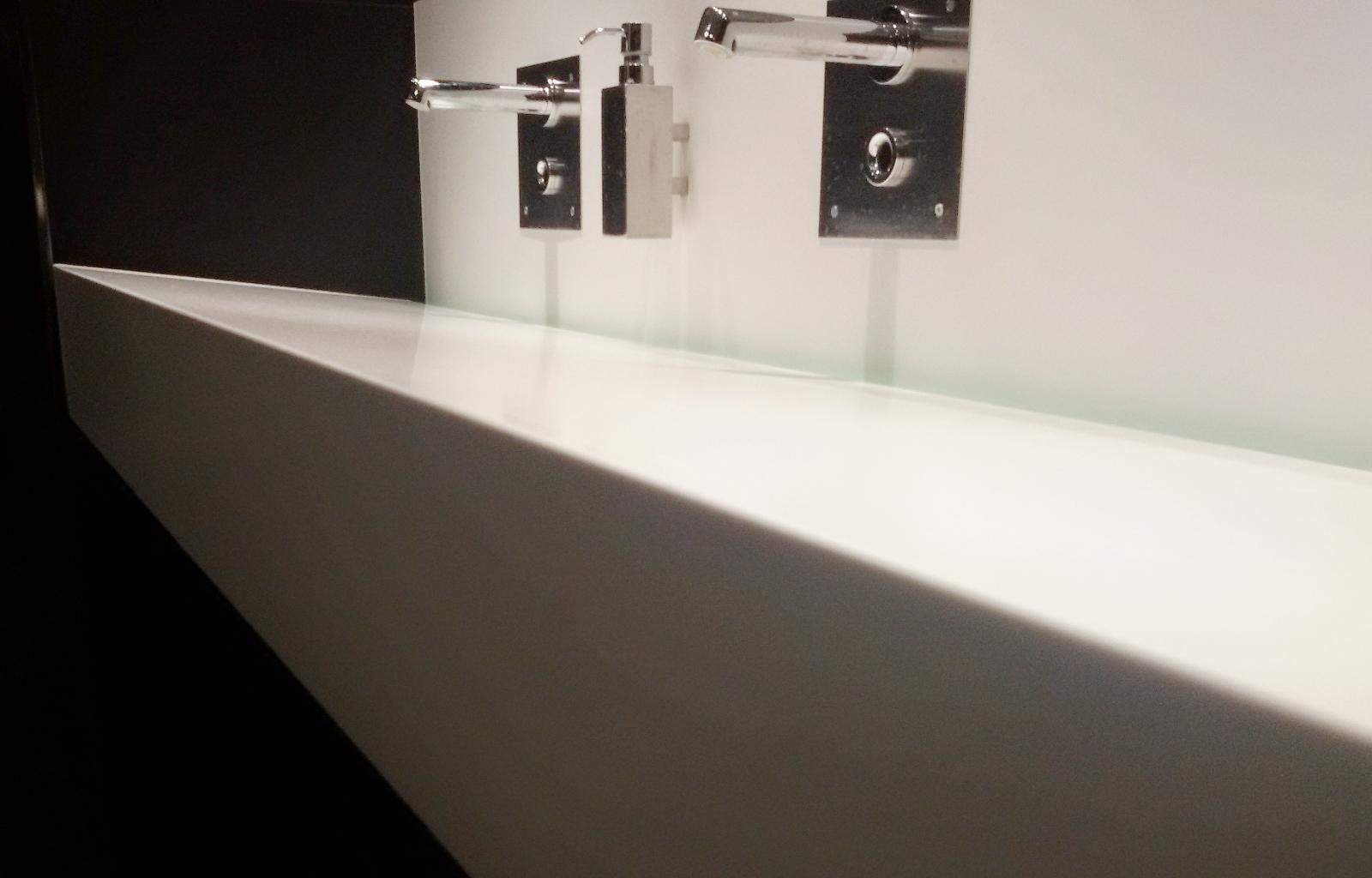 Tavoli in resina vasche in resina mobili in resina arkdeko 39 - Resina bagno costi ...