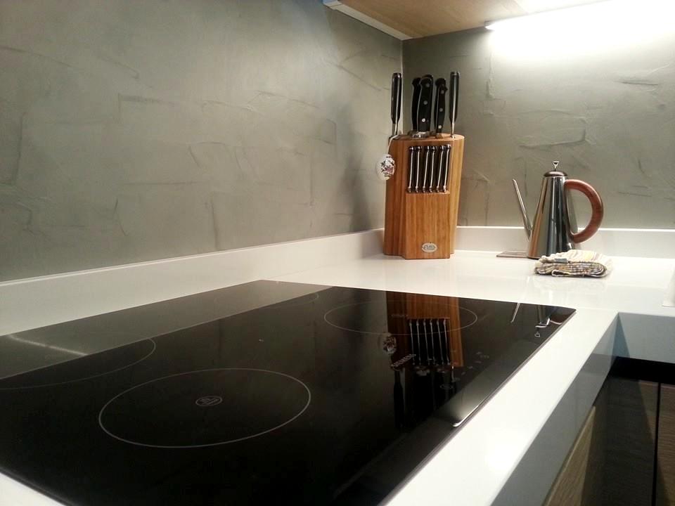 Resina cucina la parete di rivestimento - Resina parete cucina ...